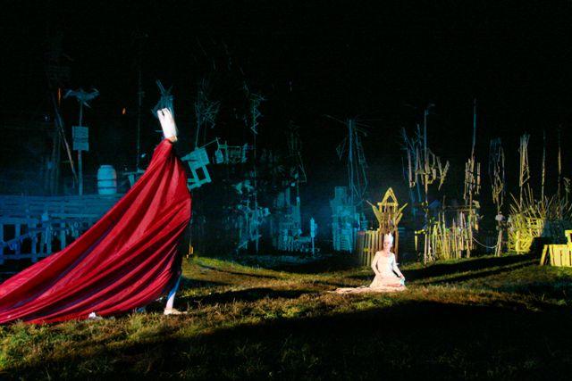 Passion: Theaterszene mit eindrucksvollem Lichtspiel
