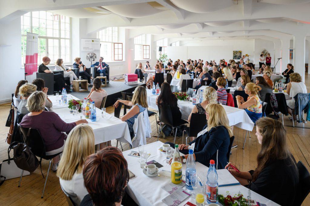 Management einer gut besuchten Veranstaltung mit interessantem Vortrag